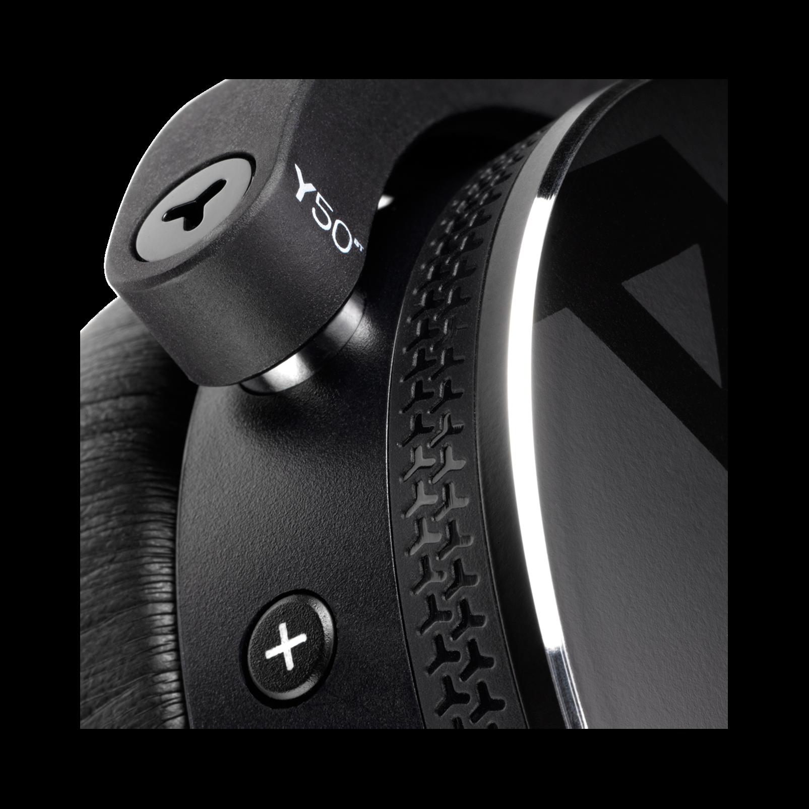 Y50BT - Black - Premium portable Bluetooth speaker with quad microphone conferencing system - Detailshot 2